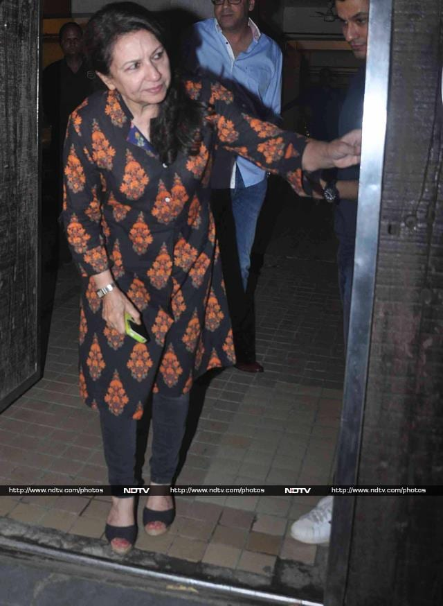 Saif\'s Sisters Soha and Saba Arrive For Party at His Place