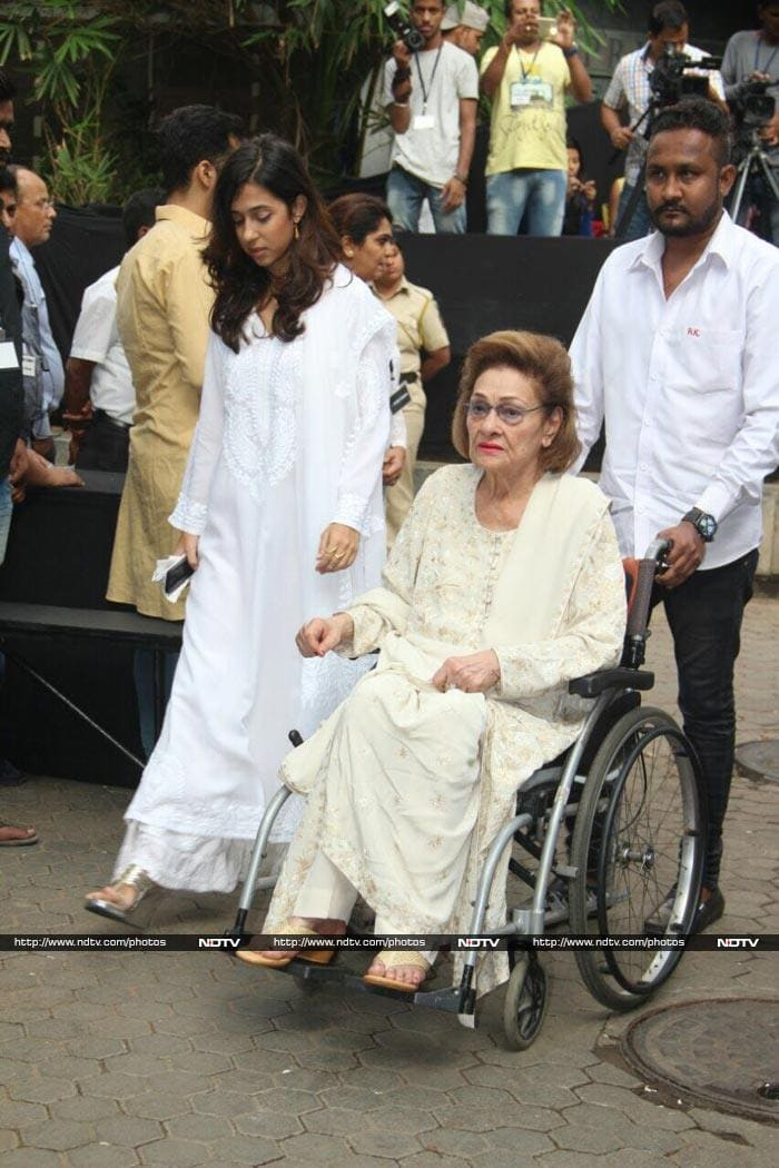 Kapoors And Other Celebs At Shashi Kapoor\'s Prayer Meet
