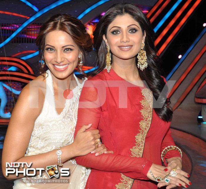 Beauties on duty: Bipasha, Shilpa