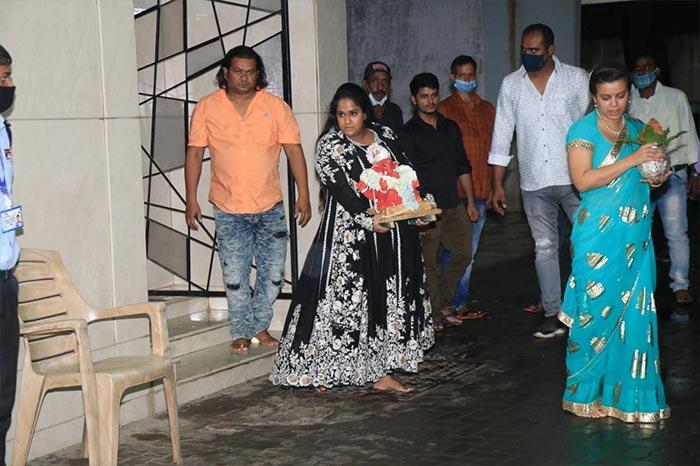 Shilpa Shetty\'s Ganpati Visarjan: Viaan And Samisha Bid Adieu To Bappa