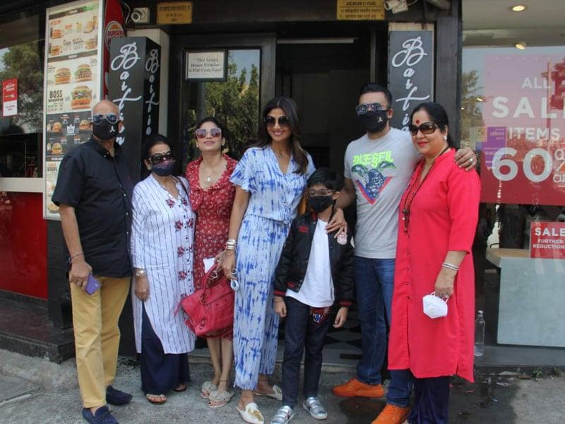 Photo : शिल्पा समेत इन बॉलीवुड सेलेब्स को मुंबई में किया गया स्पॉट