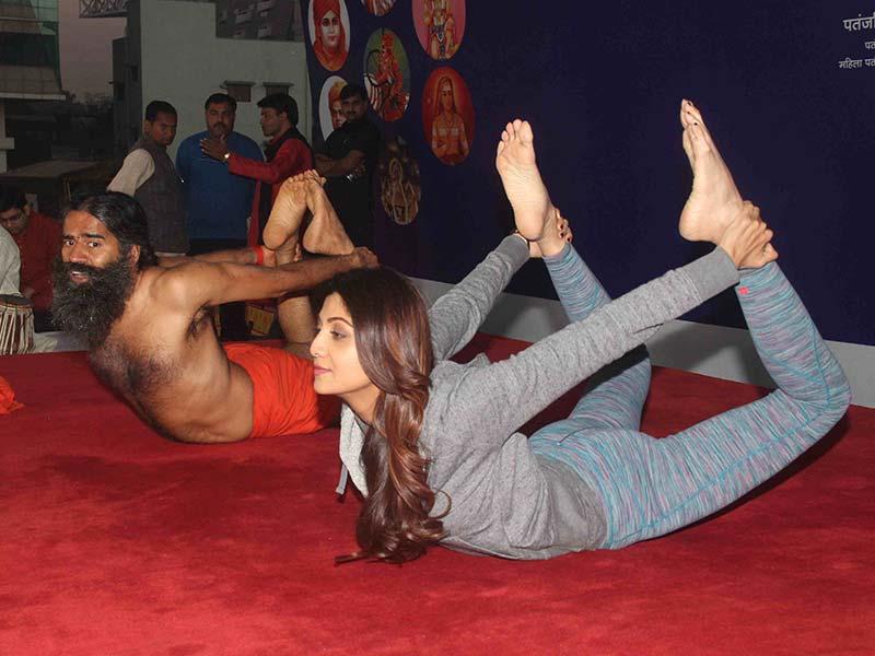Photo : Shilpa Shetty, Baba Ramdev Bend it Like No One Can