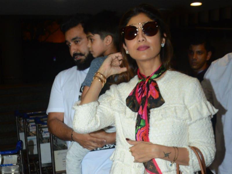 Photo : Shilpa Shetty's Airport Fam-Jam
