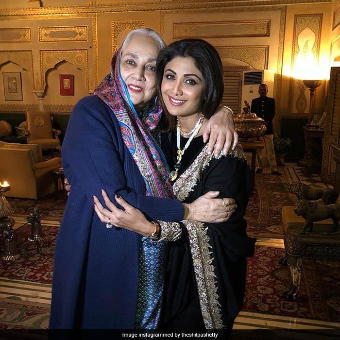 रॉयल लुक में दिखीं शिल्पा शेट्टी, पति के साथ जयपुर पहुंचीं