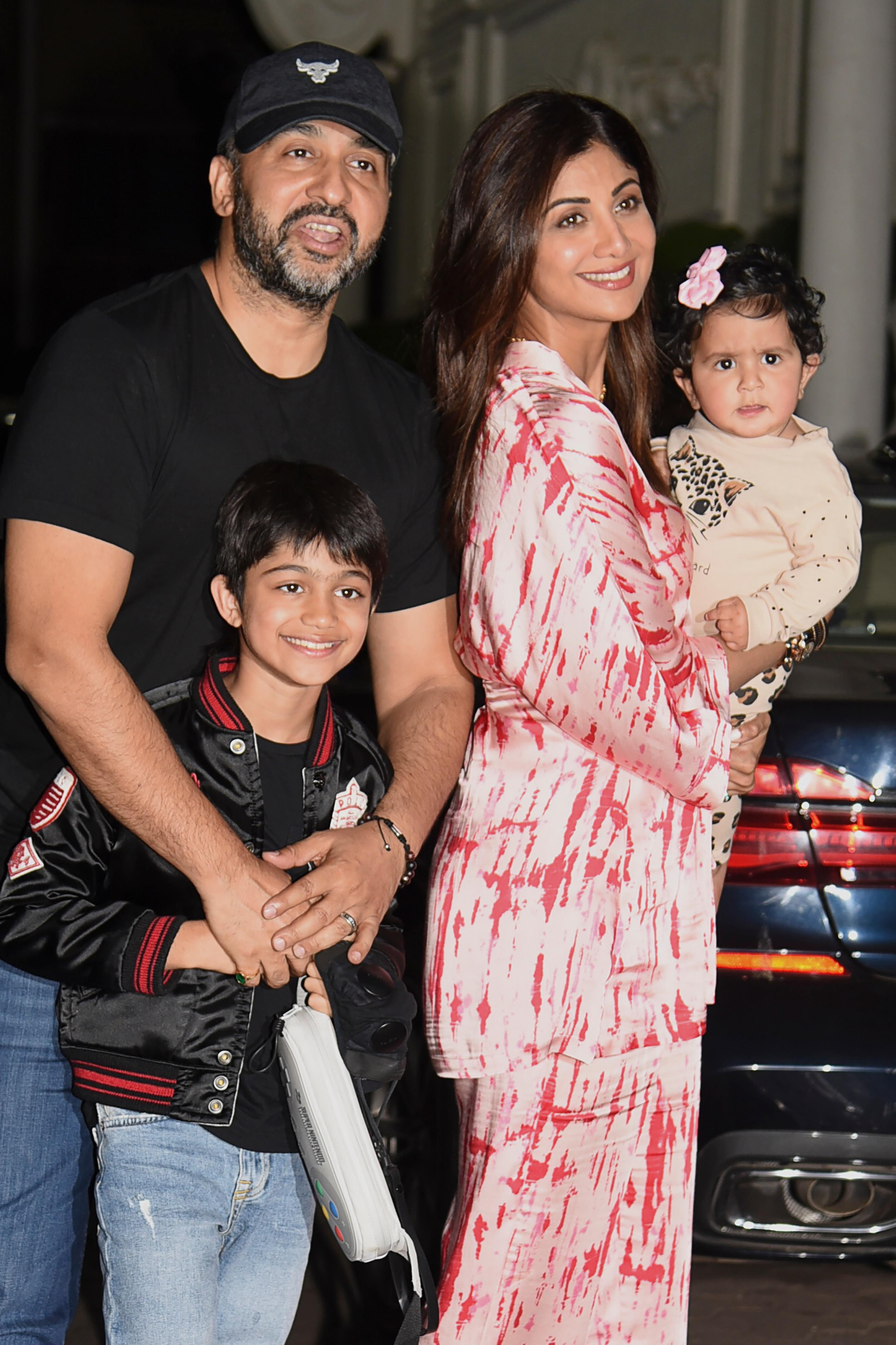 Shilpa Shetty\'s Family Outing Pics Went Viral. Because, Baby Samisha
