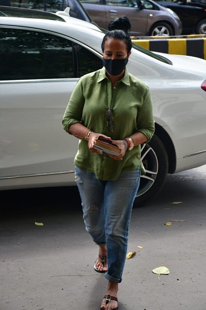 Tiger Shroff\'s mother Ayesha Shroff was photographed outside The Ageless Clinic.