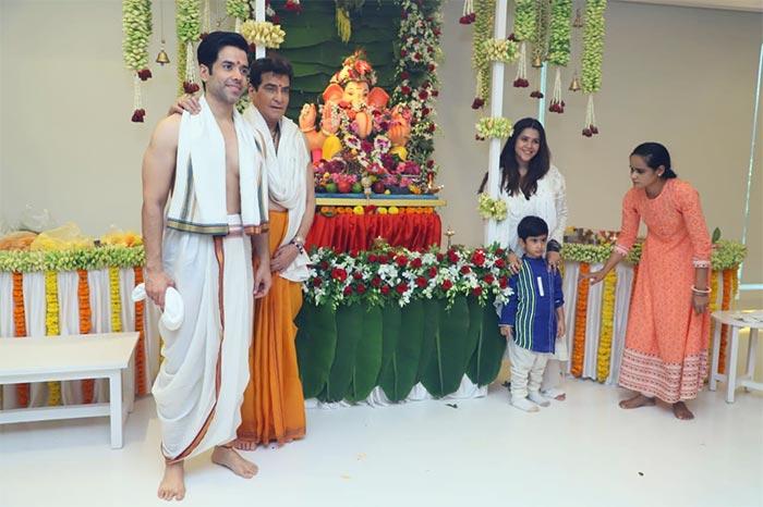 शिल्पा शेट्टी, सनी लियोन और जितेंद्र ने कुछ इस अंदाज में बप्पा का किया स्वागत