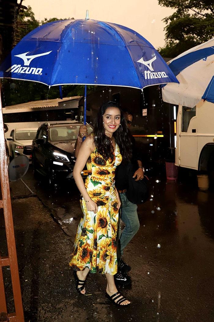 Mumbai Rains Surprise Shraddha And Prabhas With A Splash