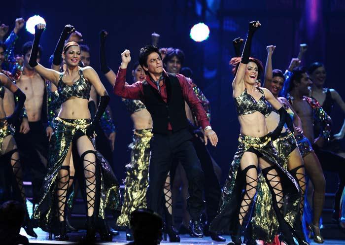 SRK\'s Salman moment at IIFA 2011