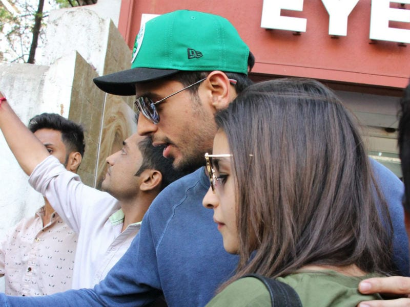 Alia Bhatt, Sidharth Malhotra Enjoy Sunday Lunch Together