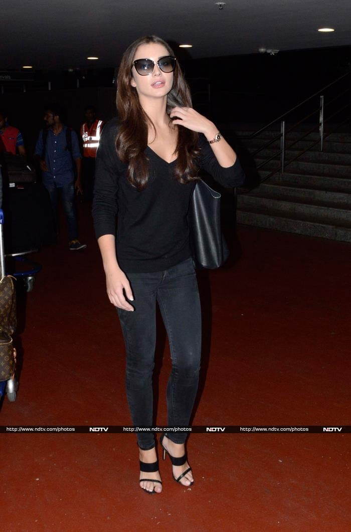 Amy\'s Airport Fashion: All Black, No Bliing