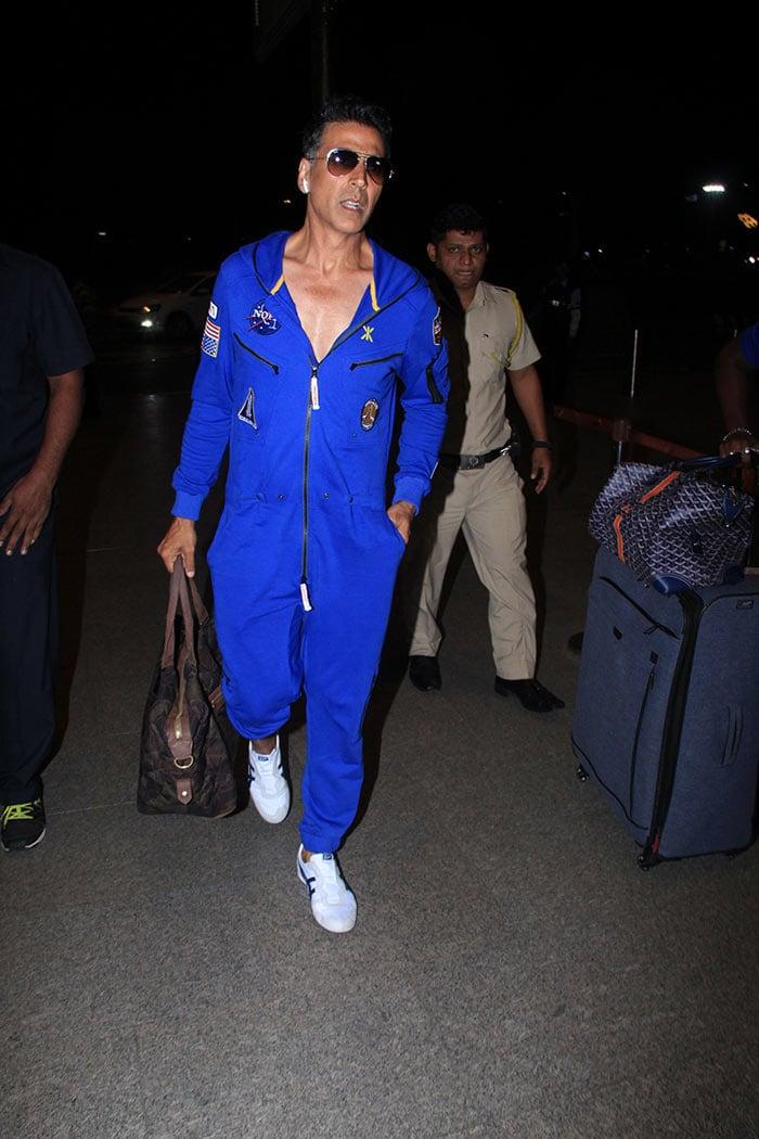Twinkle Khanna And Akshay Kumar\'s Airport Diaries