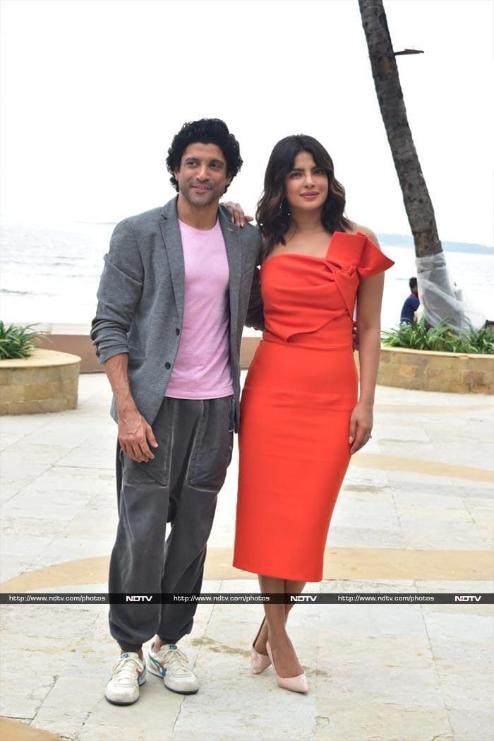 Priyanka, Farhan Paint The Mumbai Sky Pink