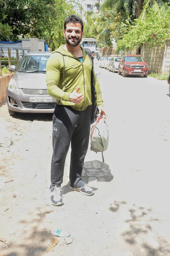 TV actor Karan Patel was also photographed in Andheri.