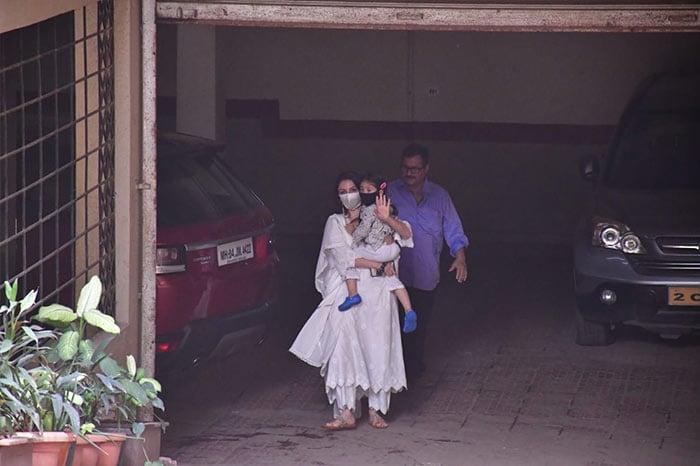 Soha And Kunal Celebrate Holi With Saif Ali Khan And Kareena Kapoor