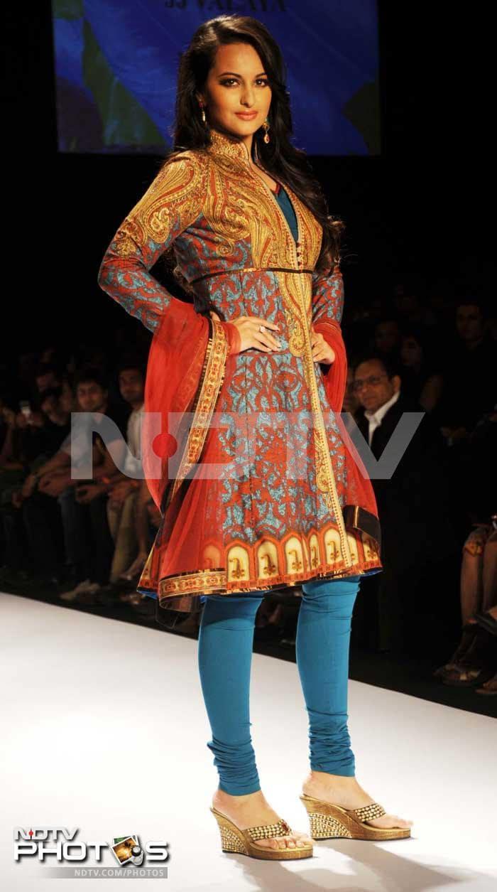 Sonakshi rules the ramp at Lakme Fashion Week