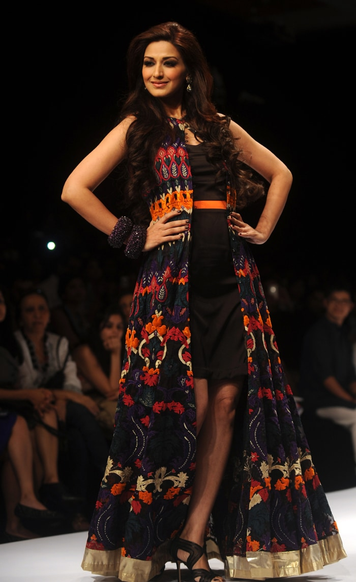 Sonali walks the ramp at Lakme Fashion Week