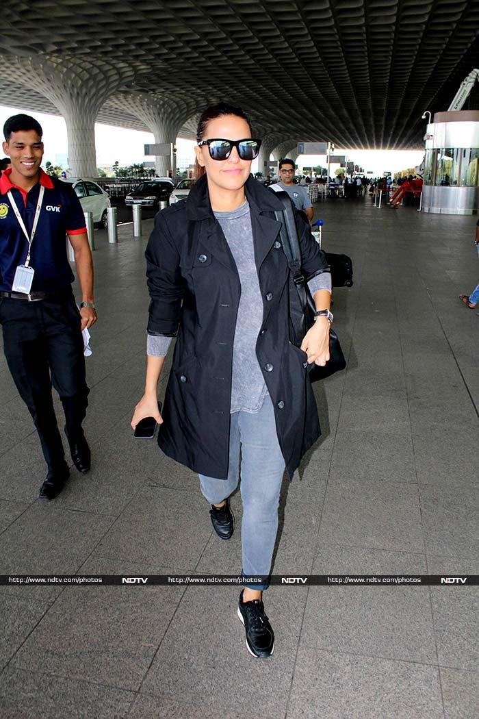 Sonakshi Sinha\'s Sporty Saturday At The Airport