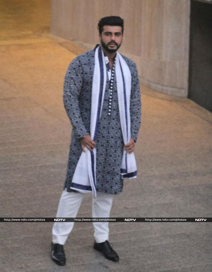 Sonam Kapoor Ki Mehendi: Janhvi, Khushi And Others Pretty In White