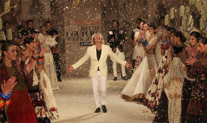 Arjun walks the ramp for Rohit Bal