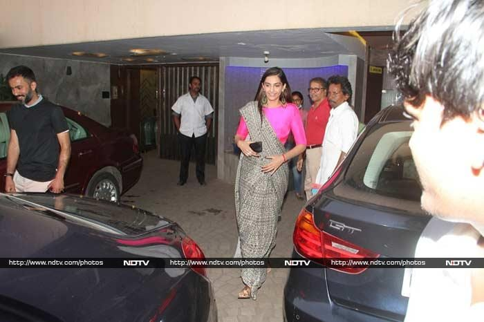 Sonam Kapoor's mother Sunita Kapoor treats paparazzi with water and cold drinks