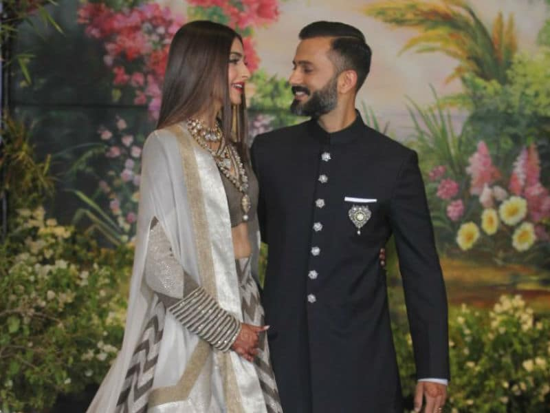 At Sonam Kapoor And Anand Ahuja's Reception: SRK-Gauri, Abhishek-Aishwarya And Others