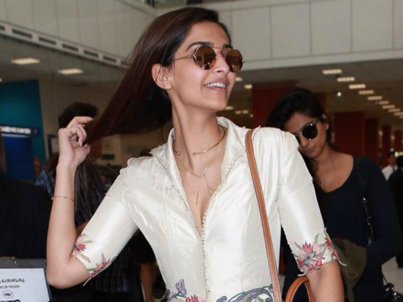 Photo : Cannes Airport Spotting: Sonam Kapoor, So Chic