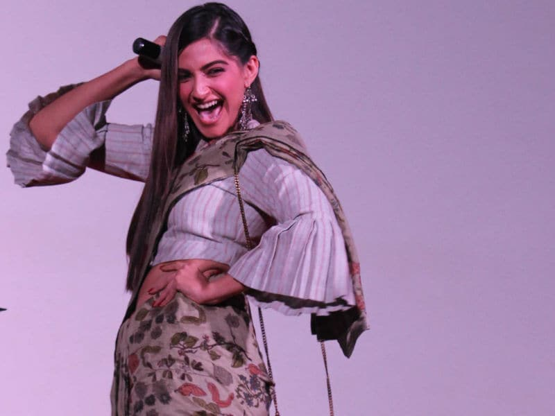 Sonam Kapoor And Her Desi Thumkas