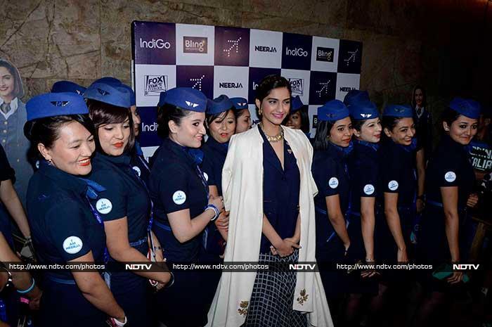 Sonam Kapoor\'s Neerja Moment With the Girls in Blue