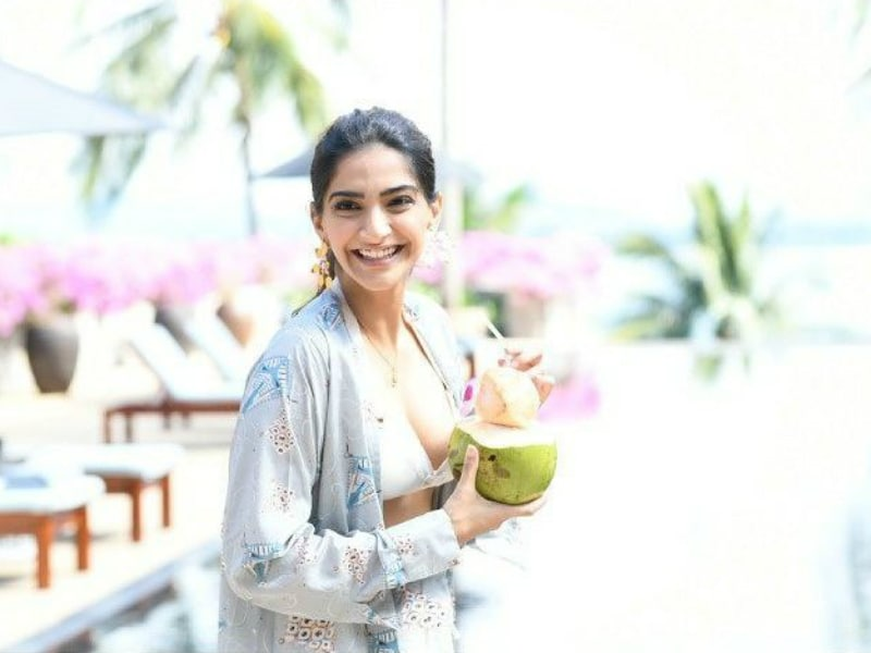 Sonam Kapoor's Guide To A Chic Travel Wardrobe
