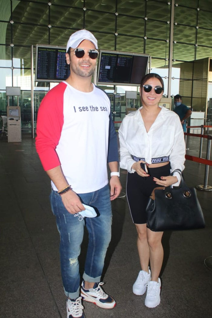 Meanwhile, TV show Kundali Bhagya stars Shraddha Arya and Sanjay Gagnani were also pictured at the airport.