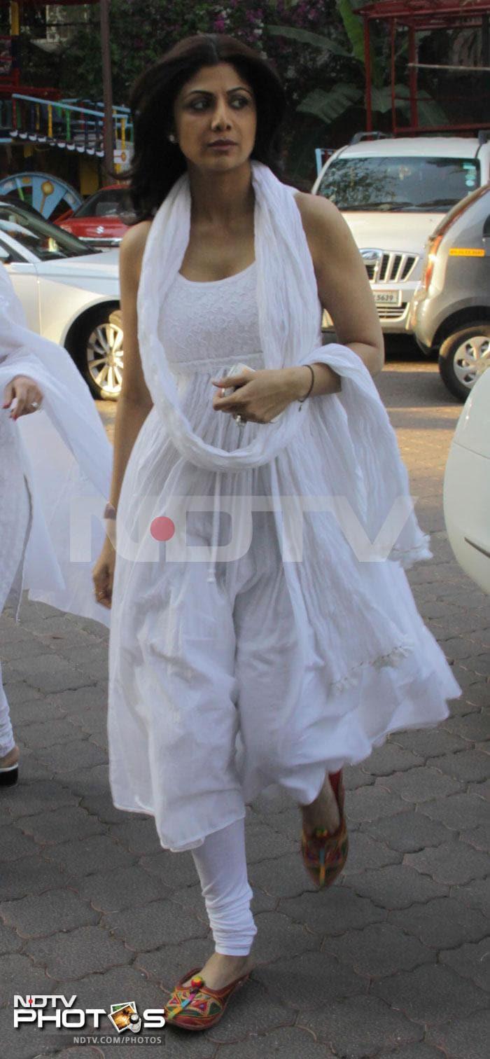 Shilpa Shetty at Sonu Nigam\'s mother\'s chautha