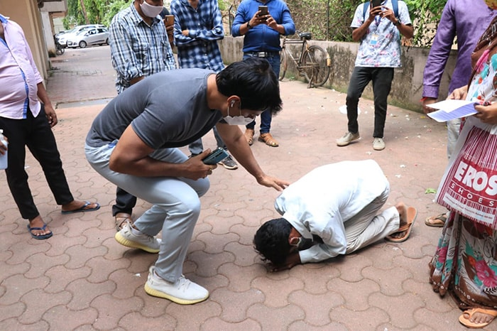 Sonu Sood Spotted Outside His Residence Consoling Visitors Who Sought Help From Him