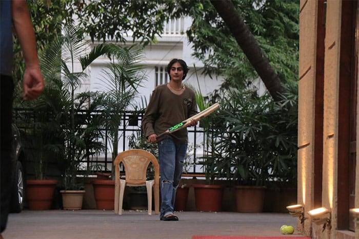 Arbaaz Khan and Malaika Arora\'s son Arhaan Khan was spotted playing cricket in Bandra.