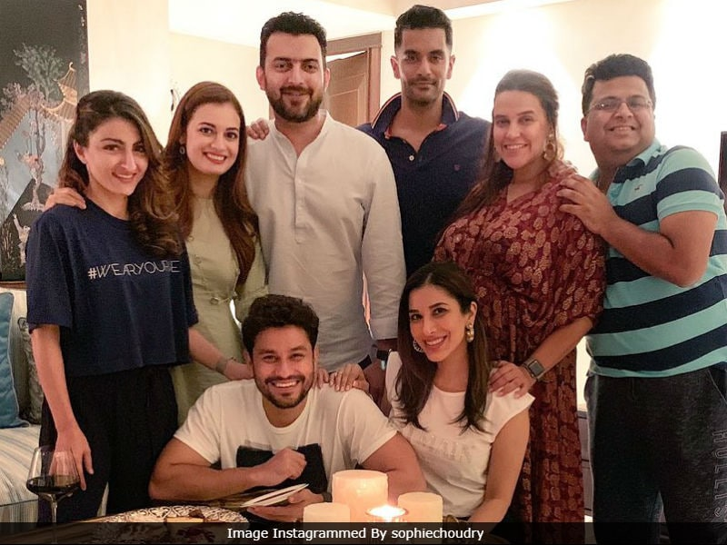 Photo : About Last Night: Neha, Soha, Dia Party Together