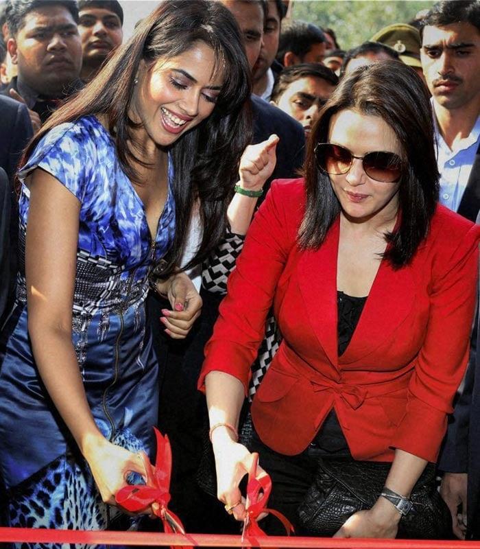 Preity, Sameera come to Delhi