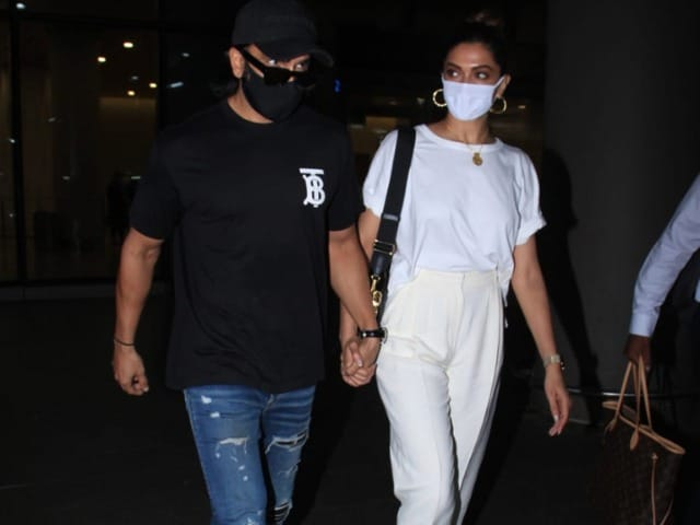 Photo : Spotted: Yin And Yang, Sorry, Deepika-Ranveer At The Airport