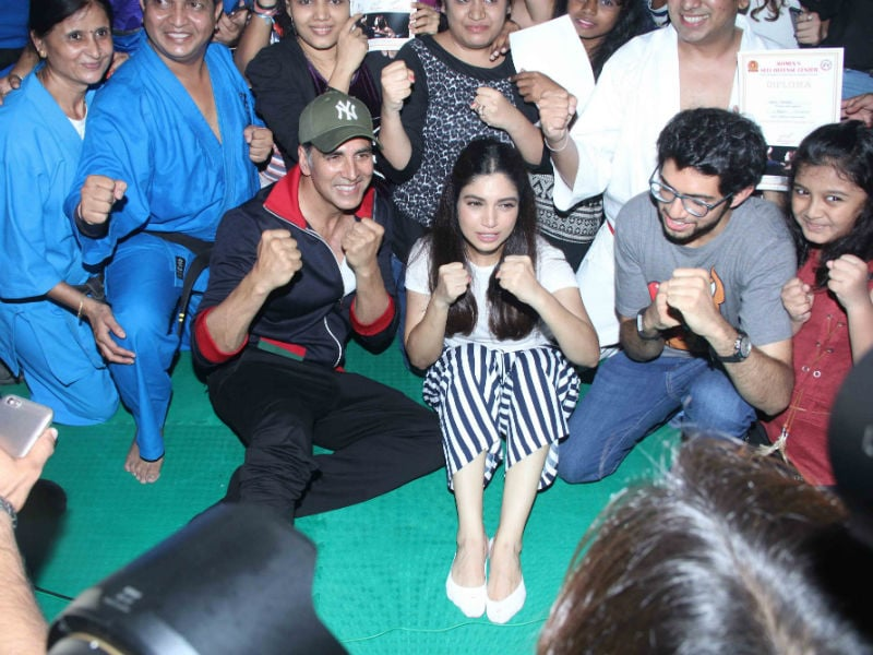 Akshay Kumar And Bhumi Pednekar Celebrate Friendship Day With Female Martial Artists