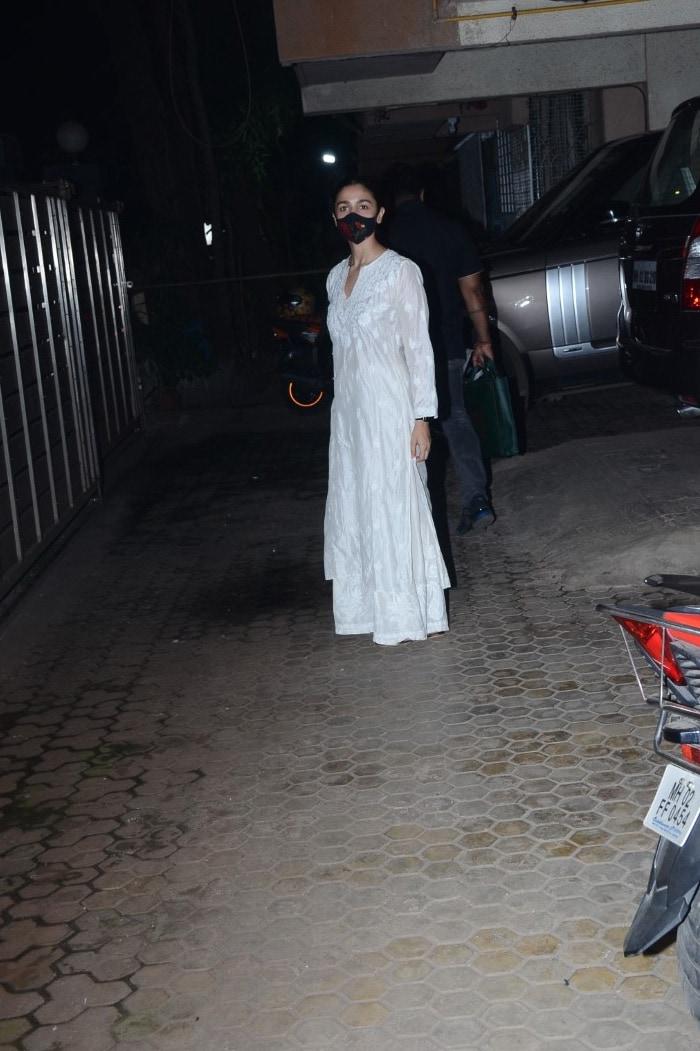 Sneak Peek Into Alia Bhatt, Ranveer Singh And Ananya Panday\'s Lives