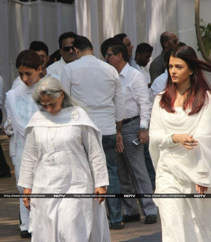 ऐश्वर्या-सुष्मिता से सोनम-माधुरी तक, श्रीदेवी की अंतिम यात्रा में शामिल ये सेलेब्स