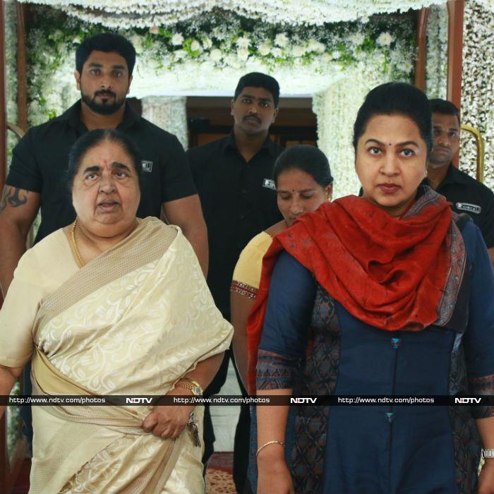 Inside Sridevi\'s Chennai Prayer Meet: Latha Rajinikanth, Jyothika, Vyjayanthimala And  Others