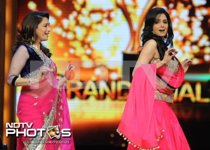 Ex-rivals Sridevi, Madhuri dance together