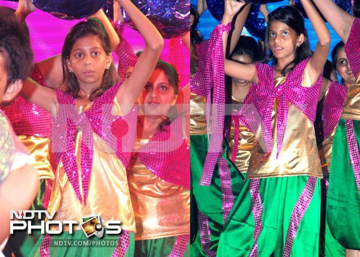 SRK, Gauri cheer dancing daughter Suhana