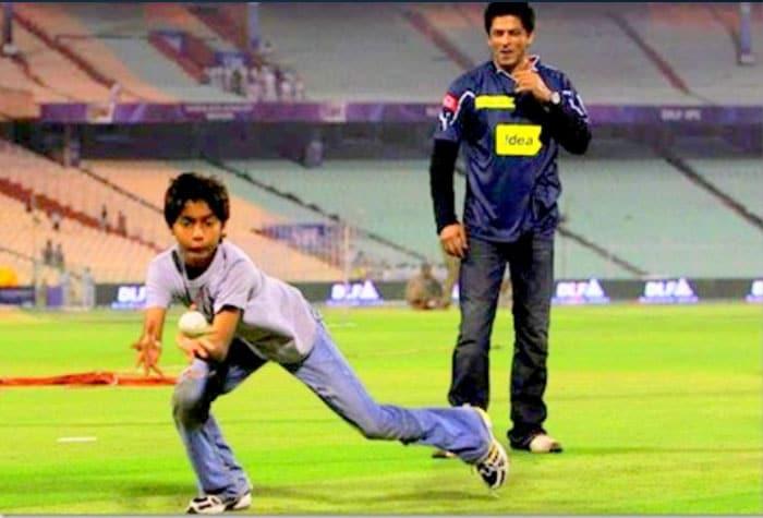 Aryan makes SRK a proud dad