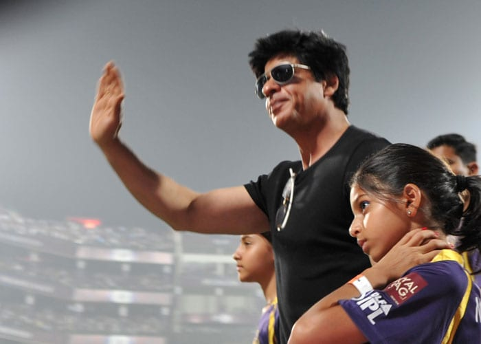 SRK and daughter Suhana cheer for KKR