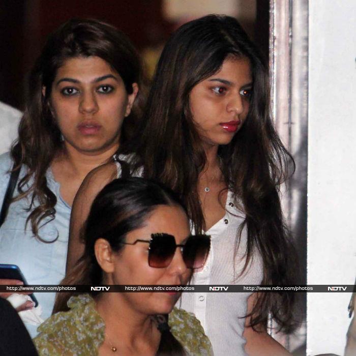 Make Way For Shah Rukh Khan, Suhana And AbRam, Please
