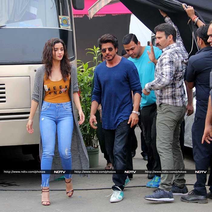 A Slice Of Shah Rukh Khan And Alia Bhatt\'s Zindagi