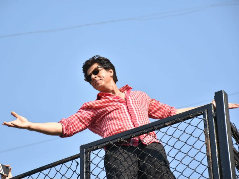 Inside Shah Rukh Khan's Birthday Celebrations At Mannat