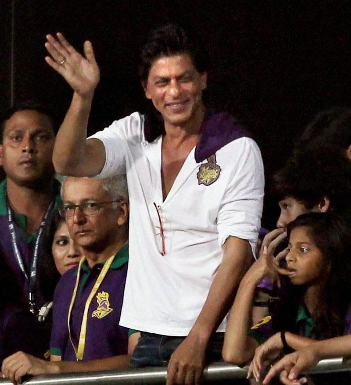 SRK, Deepika, Suhana, Aryan cheer KKR