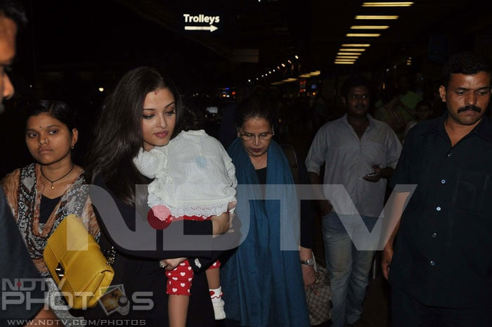 Aishwarya leaves for Cannes with Aaradhya